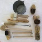 """Useful Gifts"" Set Kitchen 10 Brushes in Tin Cup"
