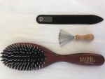 natural hair brush, red varnished beechwood, 11 rows of natural boar's bristles mixed with plastic pins in cushion, 22 x 6 cm, Made in Germany. Great if you have tangled hair.